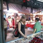 Andrea beim Shoppen